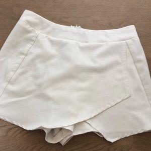 Dresses & Skirts - white envelope mini skort